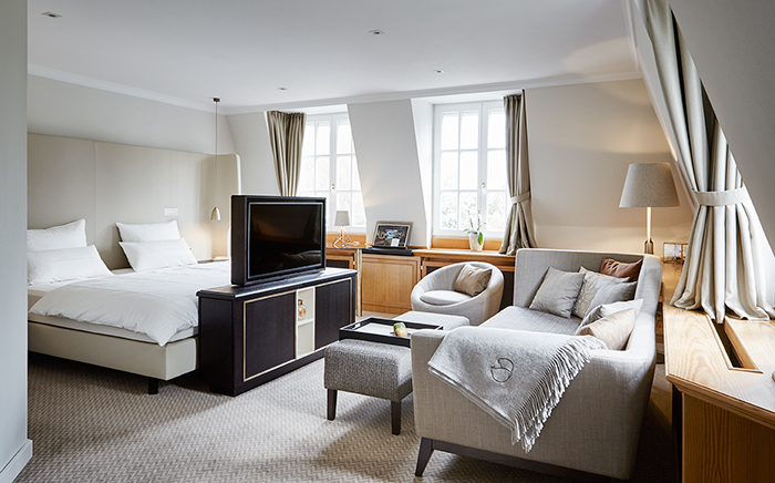 hotel, hotelroom, interiordesign, classic modern, modern tradition, bed, cosy, traveller