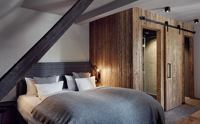 hotel, hotelroom, interior design, modern living, traveller, wood, cosy, rustic, bed, bedroom, wooden walls,