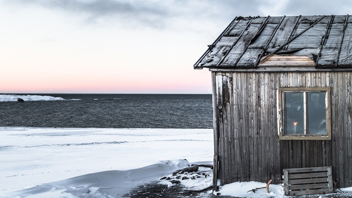 The cape is named after the Ivan Starostin researcher Spitsbergen, who lived in the small house (captured) for 39 years including 32 with wintering.