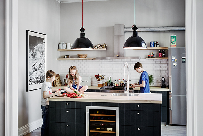 modern living, kitchen, familiy, kids, children, familiy life, cooking, food, preparing food, people