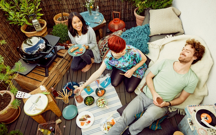 outdoor, people, friends, young people, young, barbecue, food, balcony, roommate, picknick