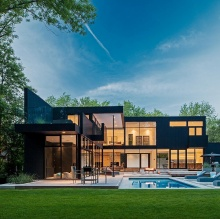 Modern home in Oakville