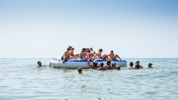 Children have to wait four o'clock to have a bath again and remain in the water during the whole afternoon. Summer games are different and organized during the days