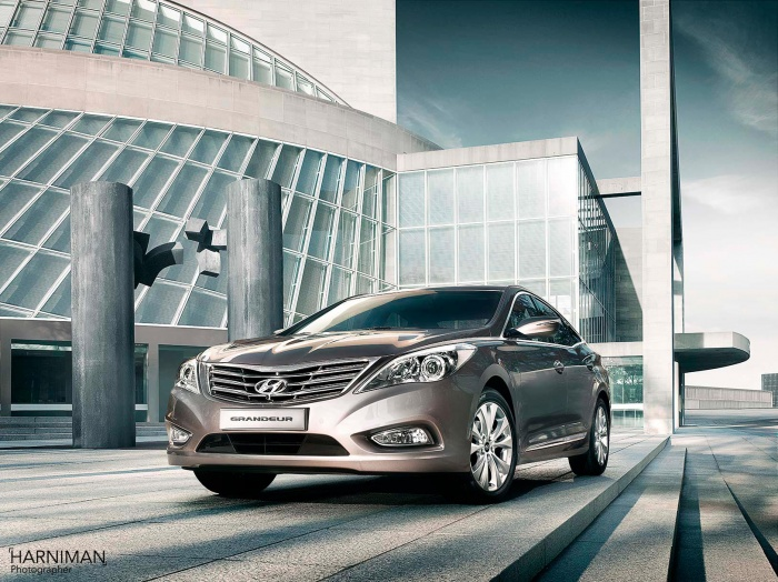 Advertising location automotive photography for Hyundai Grandeur, in Dallas.