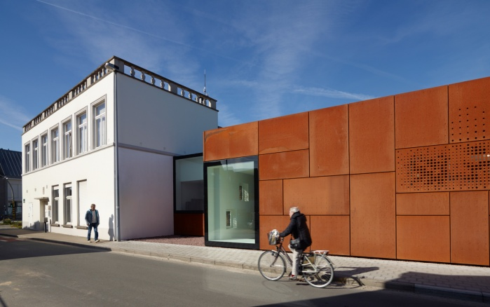 exterior of a community library in Brugge. StudioFarris Architects