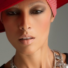 Erika Badu Make up